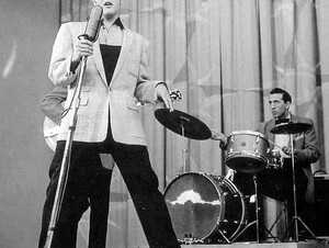 Elvis  1956 Live Hound Dog